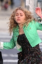 AnnaSophiaRobb_FilmingascenefortheCarrieDiariesinNewYorkMarch282012_By_oTTo64.jpg