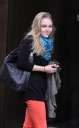 annasophia_robb_way_to_fitting_queens_16-03-2012_09-37.jpg