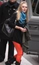 annasophia_robb_way_to_fitting_queens_16-03-2012_09-37_03.jpg